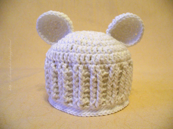 Комплект для новорожденного на выписку, связанный крючком - шапочки