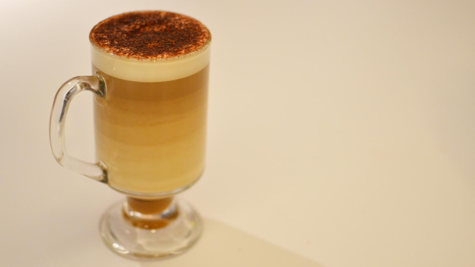 macdonald's 麥當勞 制服 裝修 mccafe Tiramisu latte 鮮奶咖啡 咖啡朱古力蛋糕 核桃咖啡林明頓蛋糕 lamington
