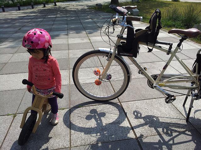 公園へ寄り道 バランスバイク。 Extracycle Radish  Weeride チャイルドシート EARLY RIDER
