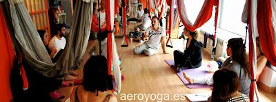 """AeroYoga® International es el primer método Aéreo que incluye en la certificación tres patentes originales registradas bien diferenciadas que se complementan y que están al servicio en exclusividad de sus profesores certificados:     Primer método Aéreo internacional con 3 niveles de intensidad!  primer método aéreo no excluyente (abierto a todos y para todos!).  AeroYoga® es el primer método en columpio de yoga de AeroYoga® (yoga swing) que propone 3 niveles de intensidad registrados al servicio de sus profesores certificados profesionales y alumnos:   Nivel """"0"""" Terapéutico* y para todos Nivel""""1"""" intensidad media, incluye AeroPilates® y Fitness Aéreo® Nivel""""2"""" Avanzado y Acrobático  AeroYoga es un método artístico de crecimiento personal que trabaja con la ayuda de un columpio de yoga AeroYoga® PLUS (yoga swing). especialmente diseñado para la técnica AeroYoga® fomentando ergonomía y valor terapéutico. El método AeroYoga® trabaja bajo la supervisión de médicos expertos en medicina deportiva.  CONTACT aeroyoga@aeroyoga.info www.aeroyoga.es Teléfono 00 +34 91 4572215 Whatsapp 00+34 680905699"""