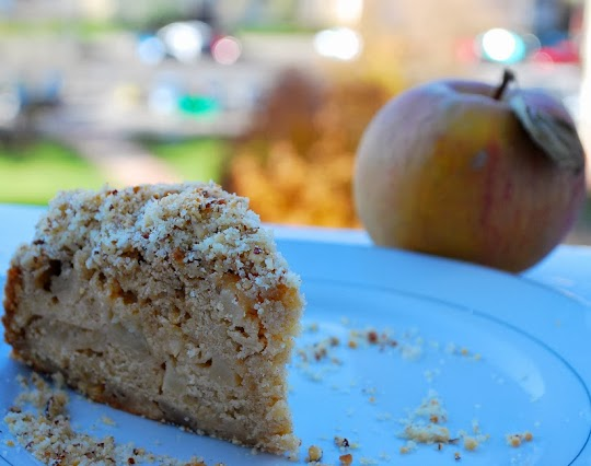 Ciasto z jabłkami pod orzechową kruszonką