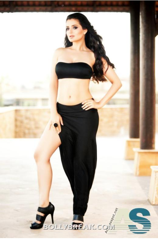 Amisha patel hot navel show in black dress - (3) - Amisha patel Black Bikini Pics