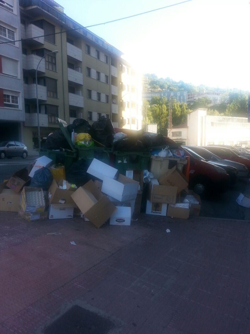 basura sin recoger en el Barrio de los Praos de Béjar