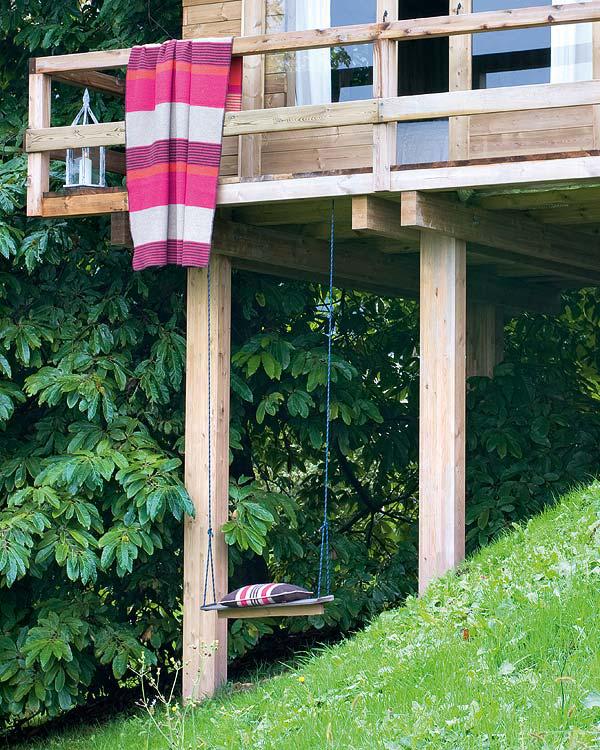 Dormitorio infantil -cabaña de madera pequeña -pilotis