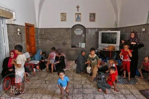 Warga Muslim Gaza mengungsi di Gereja Ortodoks Yunani 23