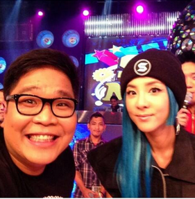 Vhong Navarro and other Showtime hosts pose with Sandara Park