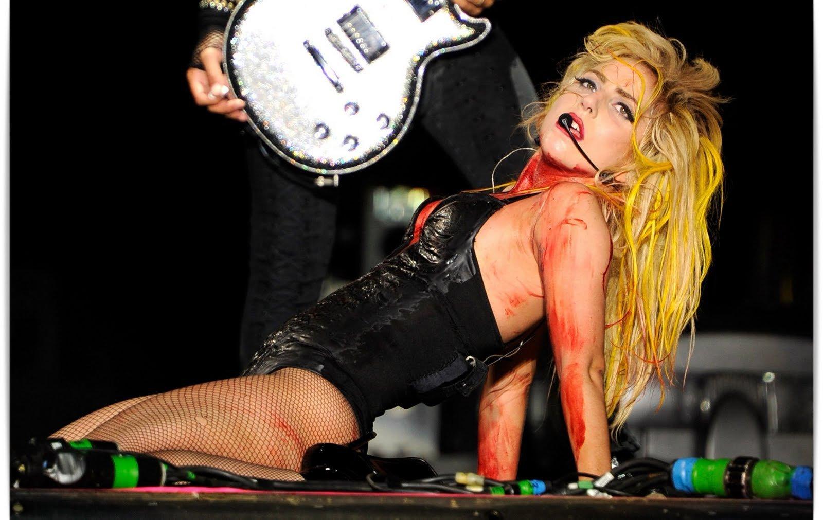 http://3.bp.blogspot.com/-I4lS7eFgjEQ/TnZ58hNTkwI/AAAAAAAADFs/mgbe0SjKW3o/s1600/lady-gaga-monster-ball-lady-gaga-19411066-1600-1011.jpg