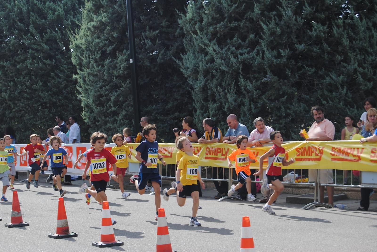 Varios atletas en la Carrera de los Niños de Zaragoza ~ Asociación ...
