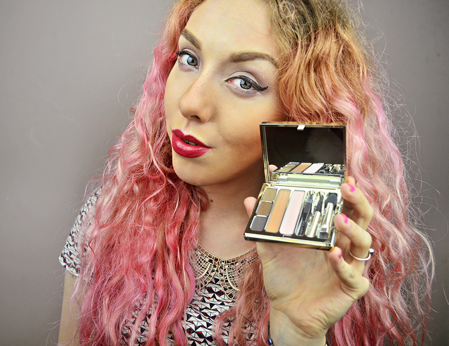 Stephi LaReine// UK Fashion & Lifestyle Blogger with pink hair// red lipstick, makeup for london fashion week, clarins, oceanic jewellery