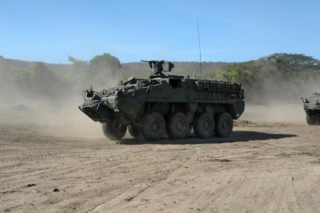 Entre los blindados desplegados se encuentran los LAV-III Gladiador de recientemente adquiridos por el Ejército Nacional.