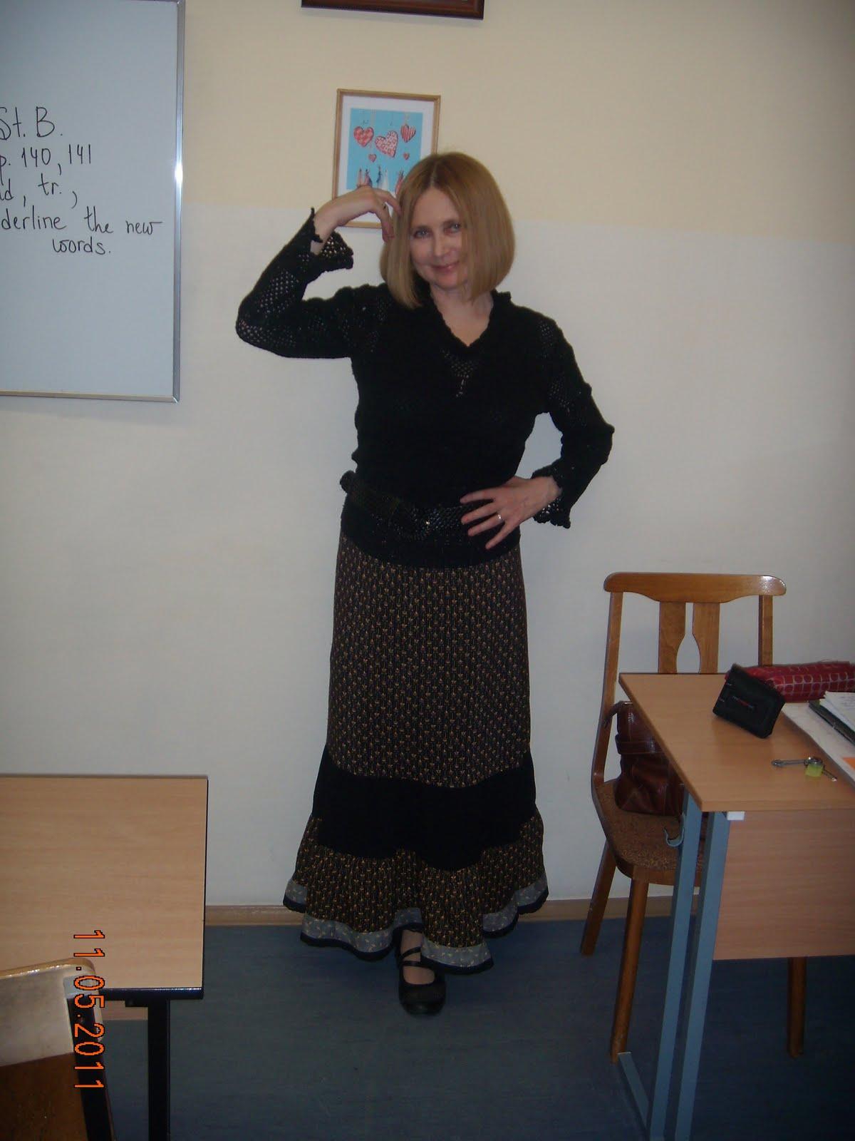 Фотки под юбкой у учительницы 14 фотография
