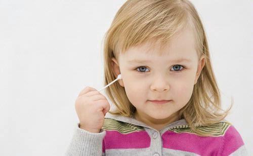 korek telinga anak