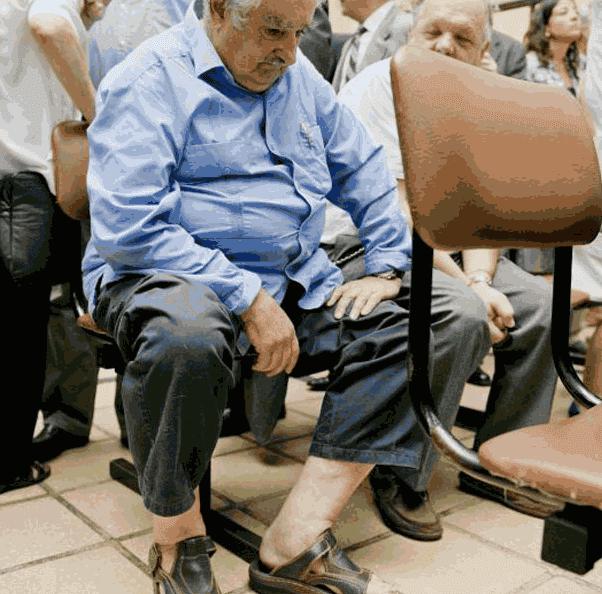 Mujica ketika mengantri di rumah sakit umum