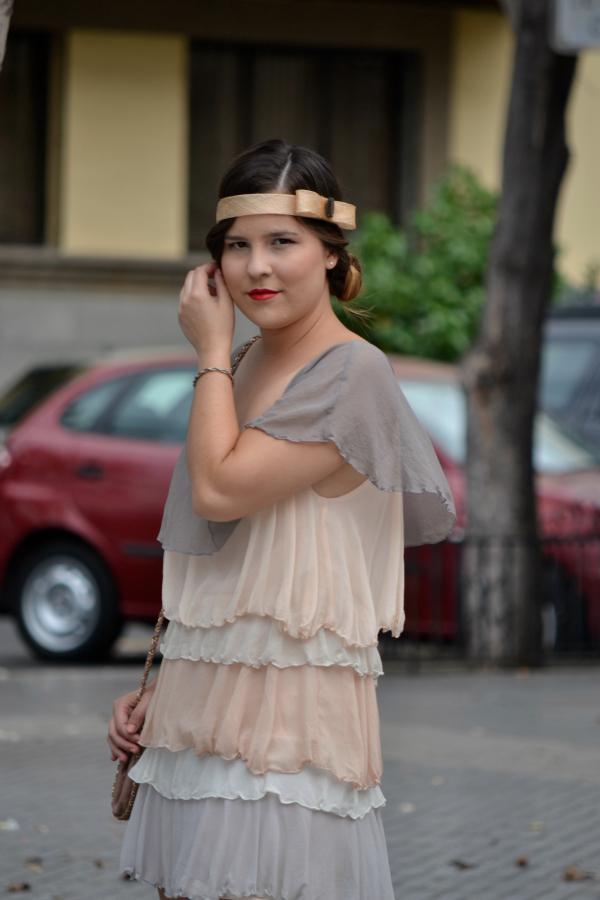 Look_Outfit_Graduacion_Tocado_Años_20_Zapatos_Joya_Zara_Vestido_Volantes_Nudelolablog_01