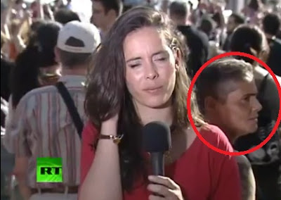 ladron roba el celular de la periodista reportera española