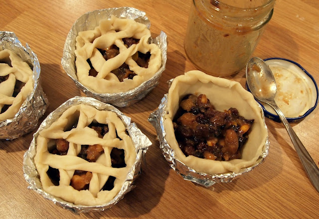 Homemade Christmas minced fruits mini-pies