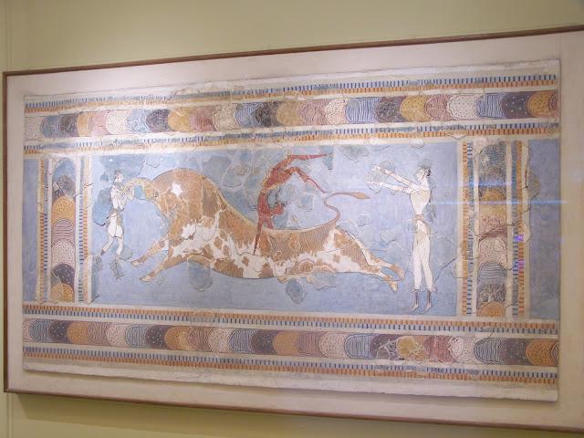 Knossos Sarayı'ndan boğa ile dansları konu alan bir duvar freski