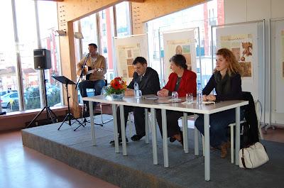 Da esquerda para a guitarra, Camila Figueiredo da Chiado Editora, Margarida Athayde Campos, que apresentou o livro, Rui Mateus, e Nelson Patrício que cantou assim-assim.