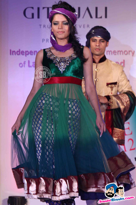 Model Walk the Ramp at Global Movie Independence Fashion Show  - (19) - Global Movie Independence Fashion Show Photos