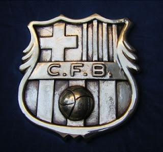 Escudo del Barcelona en bronce o piedra