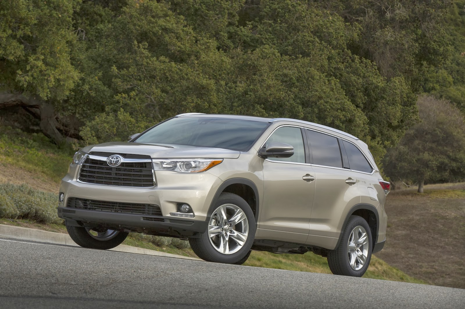 2014 toyota highlander a stylish and roomy people mover