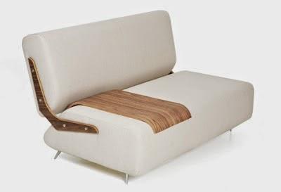 Mueble sofá con bandeja de madera laminada desplazable