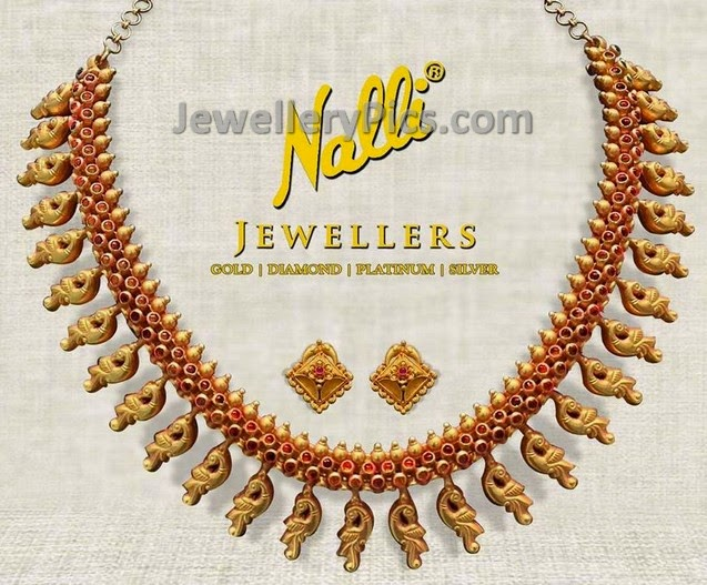 Rubies enriched peacock  gold set