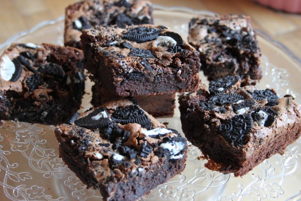 The Goddess's Kitchen ♥: Cookies and Cream Fudge Brownies