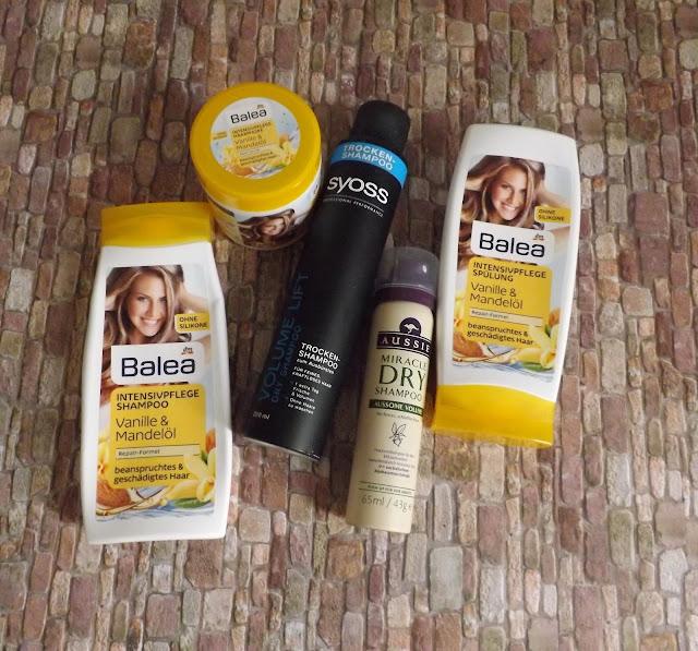 Balea - Intensivpflege Shampoo, Spülung, Kur, syoss - Volume Lift Trockenshampoo, Aussie - Miracle Dry Shampoo   Als Trockenshampoo fand ich das Produkt schrecklich, aber es hat so massig für Volumen gesorgt. Dafür waren die Haare aber auch ein wenig verklebt.