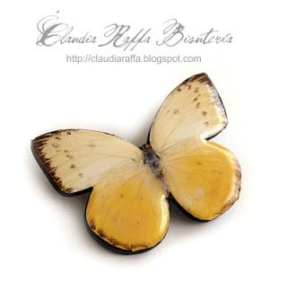 Broche mariposa blanco y amarillo