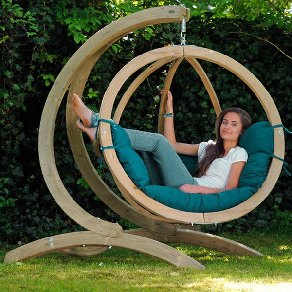 18 cozy outdoor hanging beds ideas architecture design for Trampoline porch swing