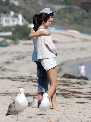 justin bieber and selena gomez kissing on beach