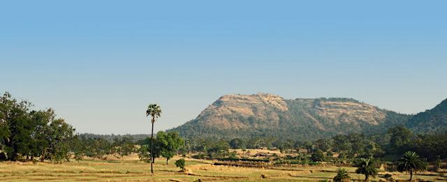 scenery on the way from Ahmedabad to Mumbai
