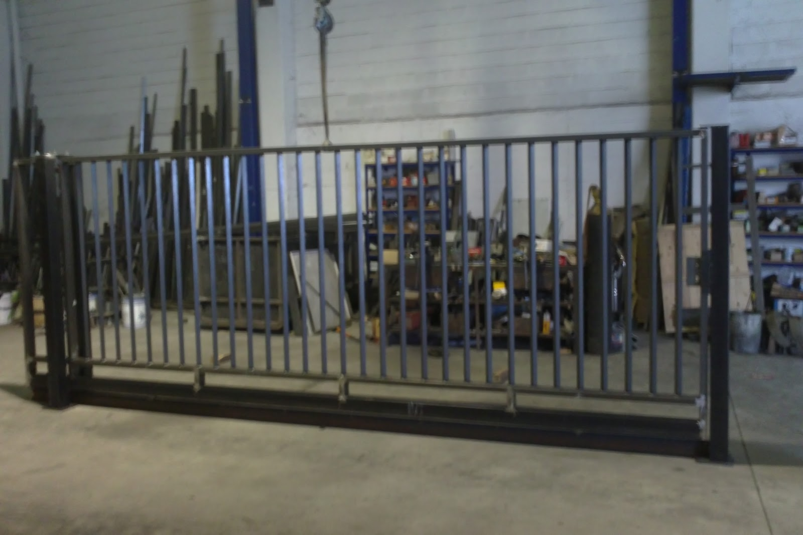 Puertas de entrada a fincas stunning con una base blanca for Puertas para fincas