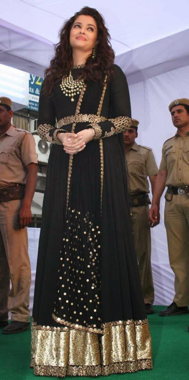 Aishwarya Rai in Black Floor Length Anarkali