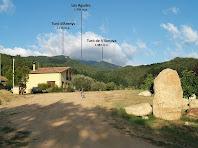 Les Agudes des de la pista de sobre Cal Gall