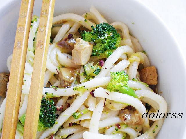 Fideos udon con verduras y foie micuit (Wok)