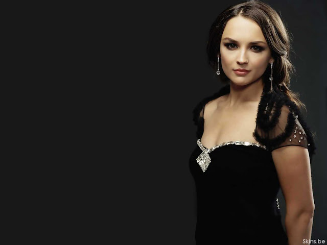 Rachael Leigh Cook sexy in black dress