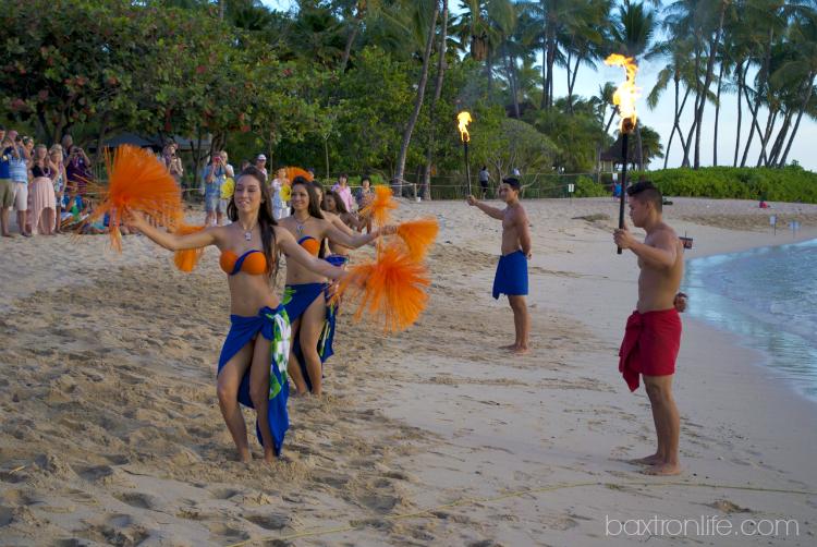 paradise cove luau hula dancers