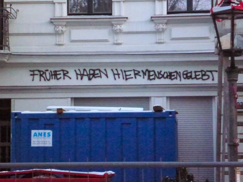 """Planufer 92b, Wandkritzelei: """"Früher haben hier Menschen gelebt"""""""