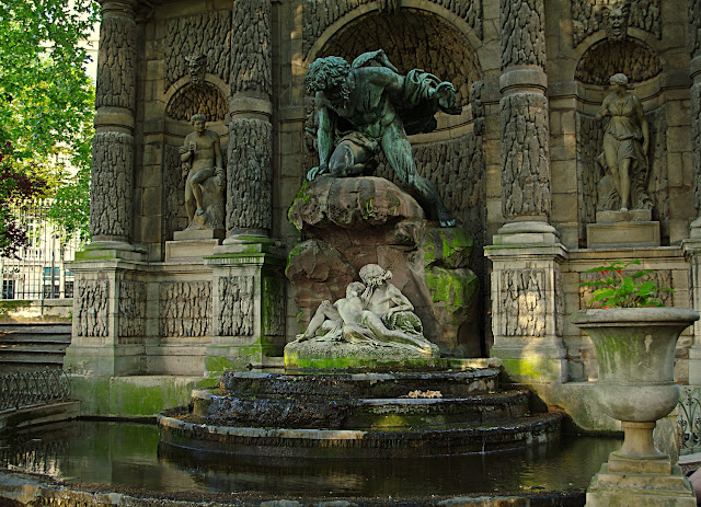 La fontaine Médicis du Jardin du Luxembourg  Paris photo