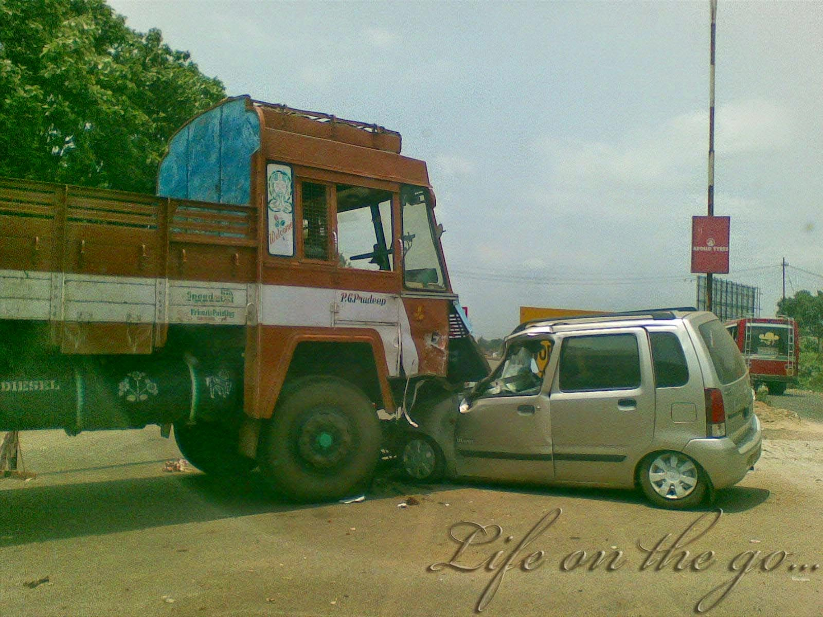 Mungpoo Car met accident at Likhuveer