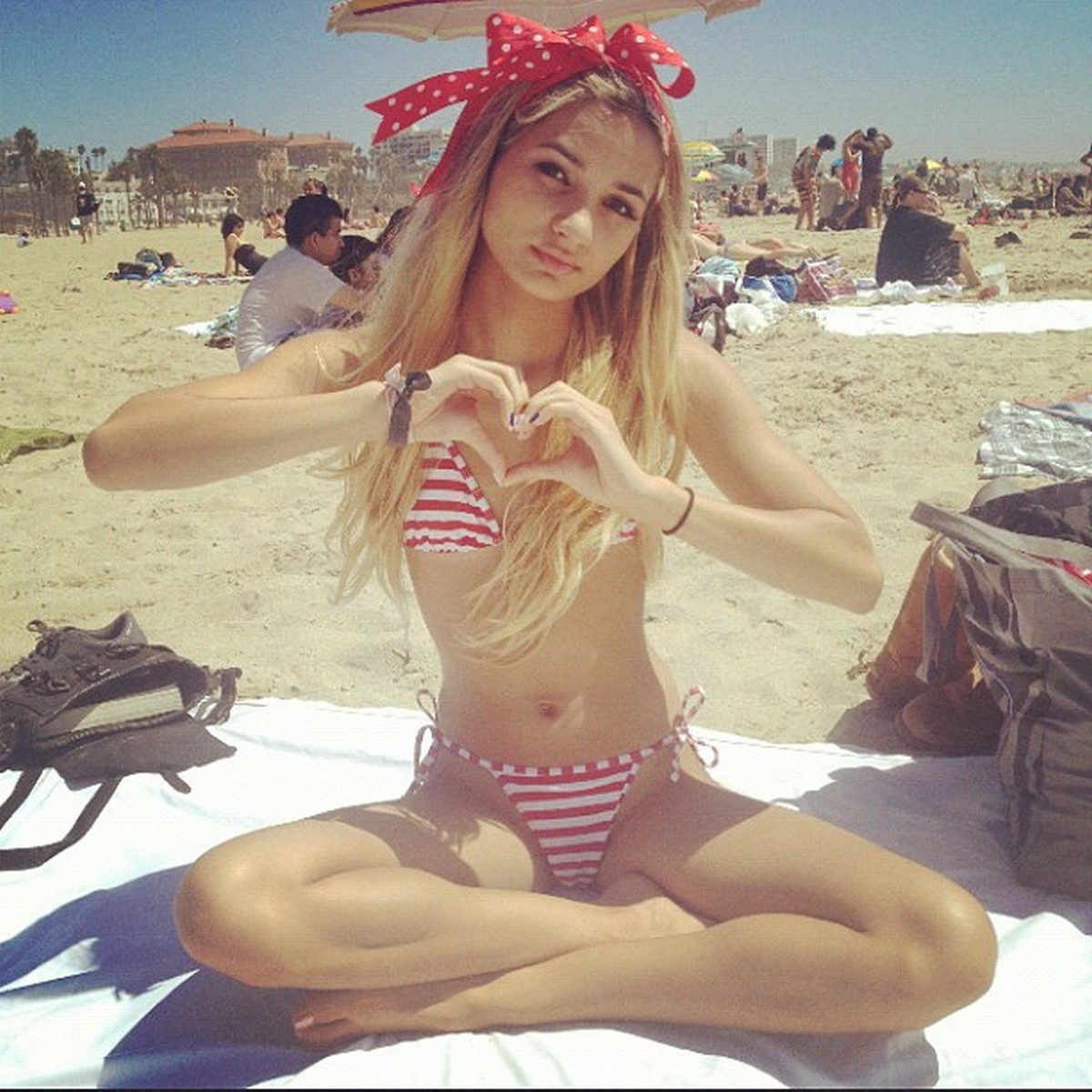 Pia mia perez teen actress photos and picture gallery 1