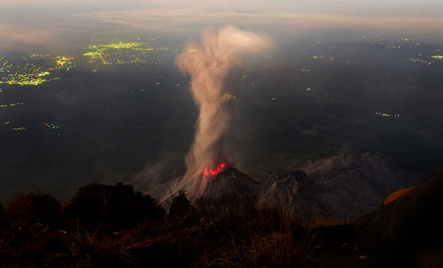 http://silentobserver68.blogspot.com/2013/01/earthquakes-fuse-that-ignites-volcanoes.html