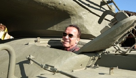 Arnold is racing at the tank. Video.