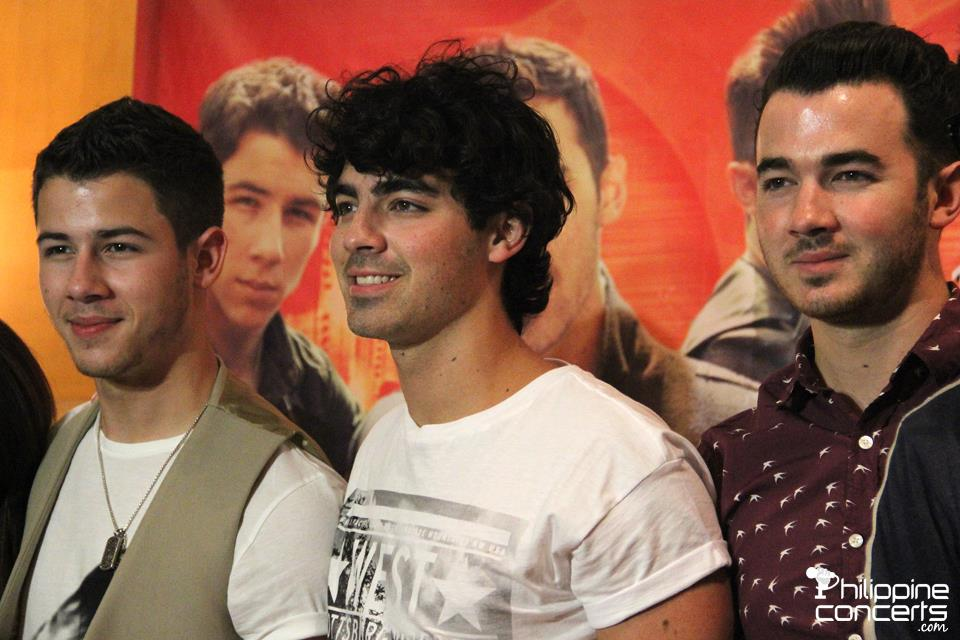 how to meet the jonas brothers 2012