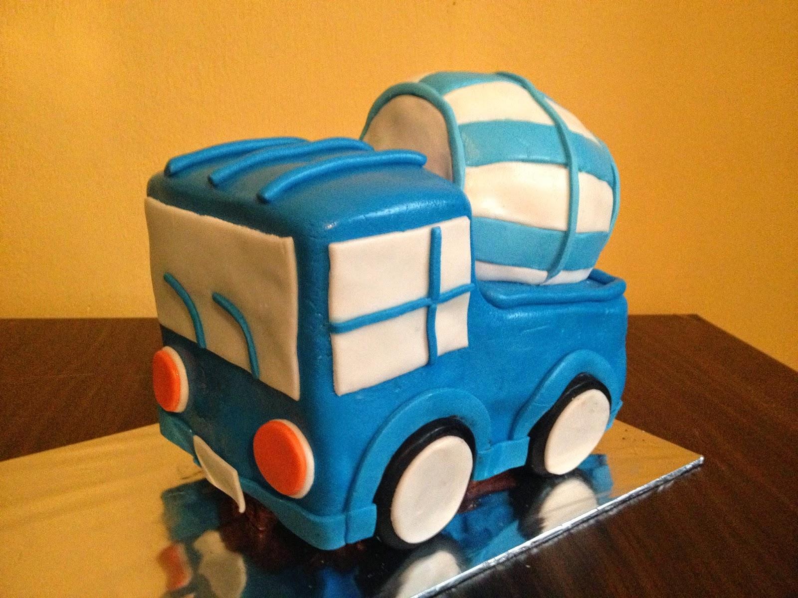 Construction Cake And Cupcakes Crissas Cake Corner