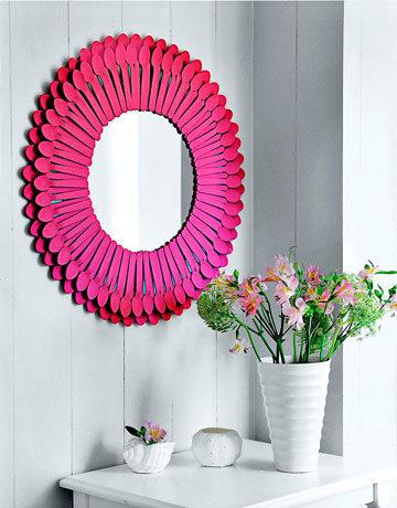 Espejo decorativo DIY con cucharas de plástico