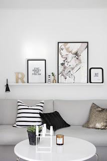 Afiche blanco y negro