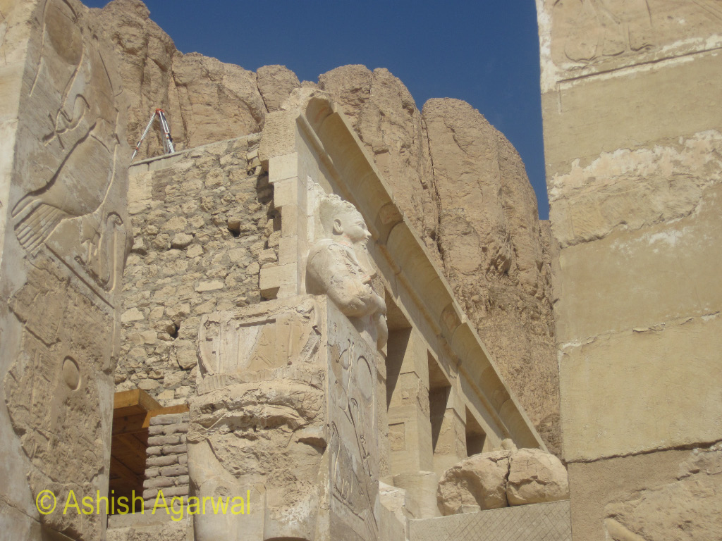 Photo - A side view of the entrance to the inner part of the Hatshepsut mortuary temple